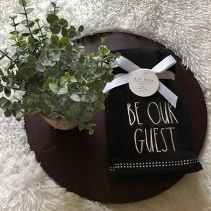 """2 Rae Dunn Black/white """"Be Our Guest"""" Hands Towels"""